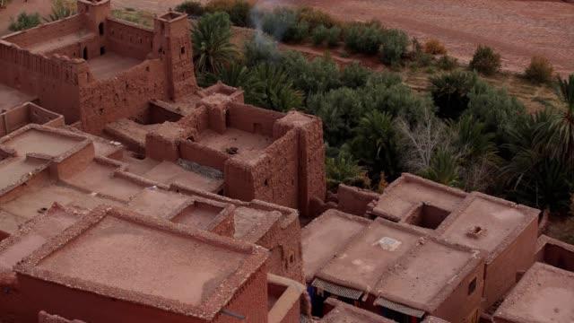 Historische complex van Aït Benhaddou. Oude bakstenen dorp op de woestijn