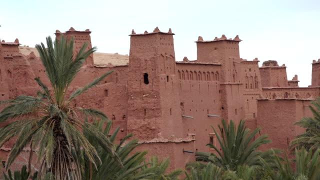 ハドゥの集落への歴史的な複合体。砂漠の古いれんが造りの村。壁にクローズ アップ - village点の映像素材/bロール