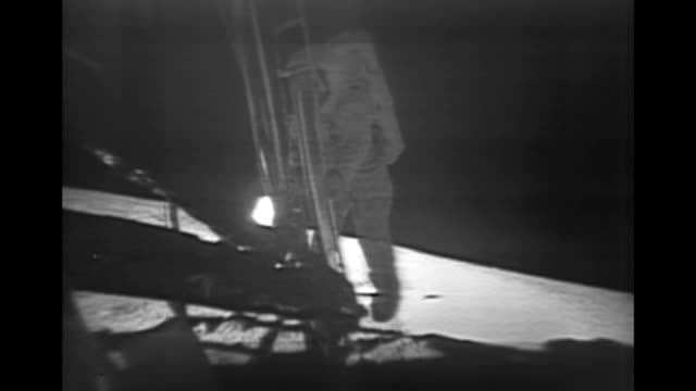 historical footage of the apollo 11 mission to the moon the original footage was enhanced in 2009 the available audio has been greatly improved by... - primi passi video stock e b–roll