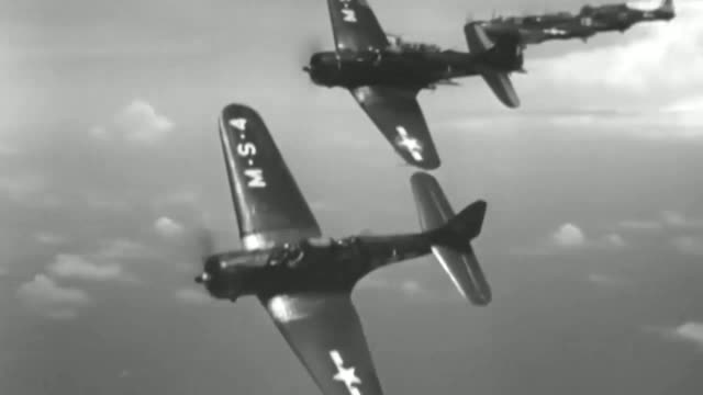 stockvideo's en b-roll-footage met historical footage, with us navy captions, from the battle of the coral sea during world war 2, between the united states and japan, may 8, 2018.... - tweede wereldoorlog