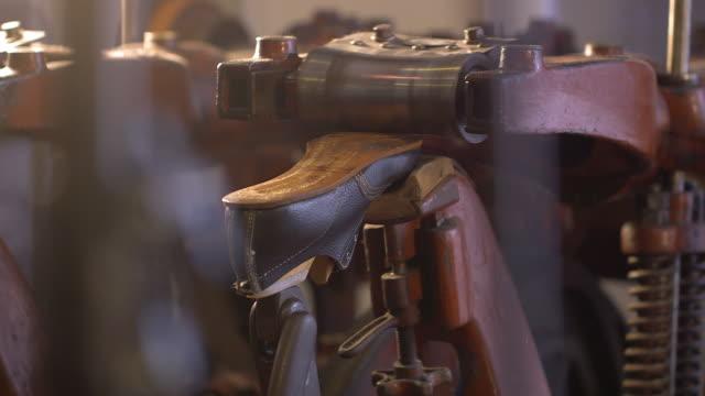 vídeos de stock e filmes b-roll de historical machines for shoe production inclusive a leather shoe - couro