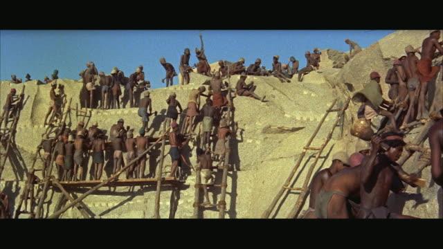 vídeos de stock, filmes e b-roll de ws historical reenactment, ancient slaves working on rock quarry - escravidão