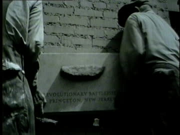 historical stone imbedded in tribune tower on may 25, 1954. - torre del tribune video stock e b–roll