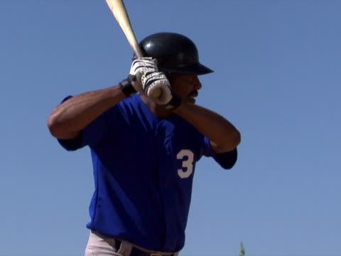 a hit - einen baseball schlagen stock-videos und b-roll-filmmaterial
