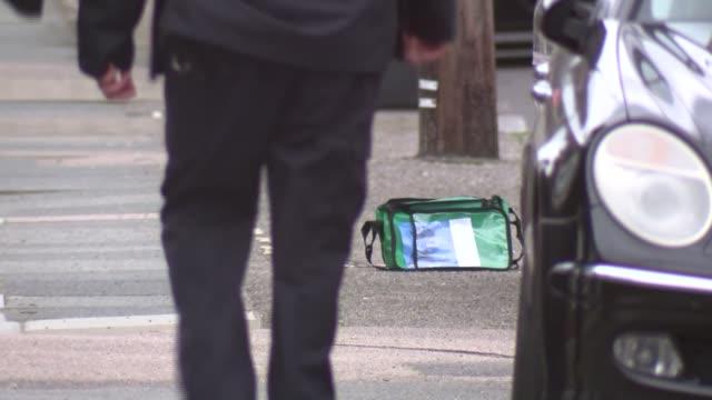 vídeos y material grabado en eventos de stock de crime scene general views england london hither green ext gvs crime scene / blue police cordon tape by sold sign outside house / 'further green rd'... - vista general