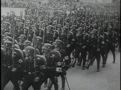 vídeos y material grabado en eventos de stock de hitler and mussolini give speeches to crowds of people during wwii. - adolf hitler