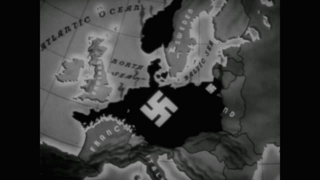 vídeos y material grabado en eventos de stock de hitler meets with his generals in berlin to plan for his hoped for invasion a quote appears on the screen where napoleon failed i shall succeed i... - 1940