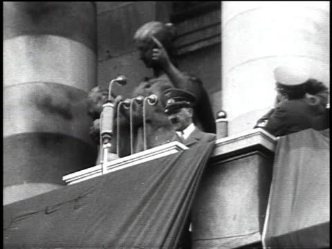 stockvideo's en b-roll-footage met hitler speaking / large crowd watching hitler speak - hitler speech