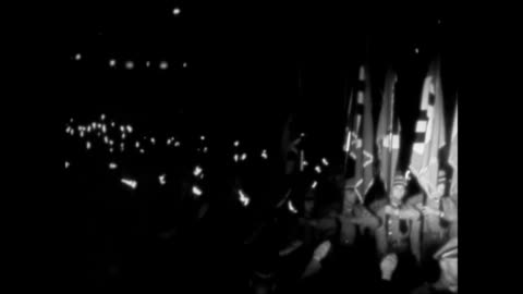 stockvideo's en b-roll-footage met hitler standing w/ arm in salute. nazi soldiers marching & carrying flags in front of soldiers w/ torches. hitler giving speech at podium placing... - salueren