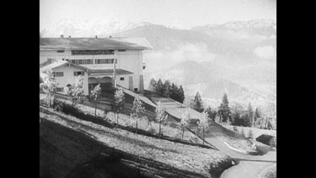 stockvideo's en b-roll-footage met hitler's berghof terrace chalet on obersalzberg mountain near berchtesgaden alps mountains bg hitler standing outside talking w/ unidentified man... - 1937