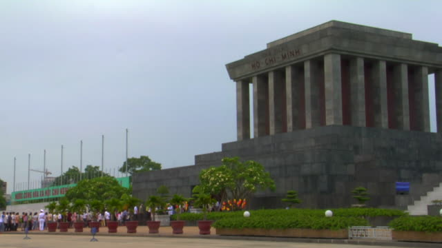 ws ho chi minh mausoleum, hanoi, vietnam - wide shot stock videos & royalty-free footage