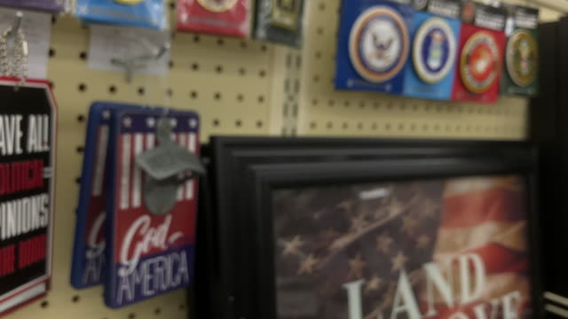 hobby lobby stores inc formerly called hobby lobby creative centers is a private forprofit corporation which owns a chain of american arts and crafts... - made in the usa kort fras bildbanksvideor och videomaterial från bakom kulisserna