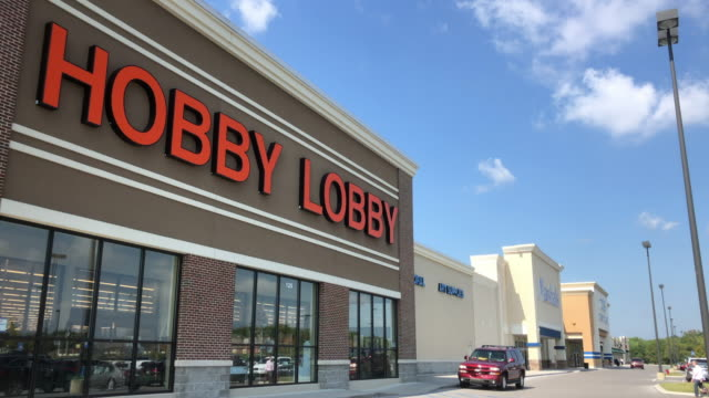vídeos de stock, filmes e b-roll de hobby lobby stores, inc., formerly called hobby lobby creative centers, is a private for-profit corporation which owns a chain of american arts and... - made in the usa frase americana
