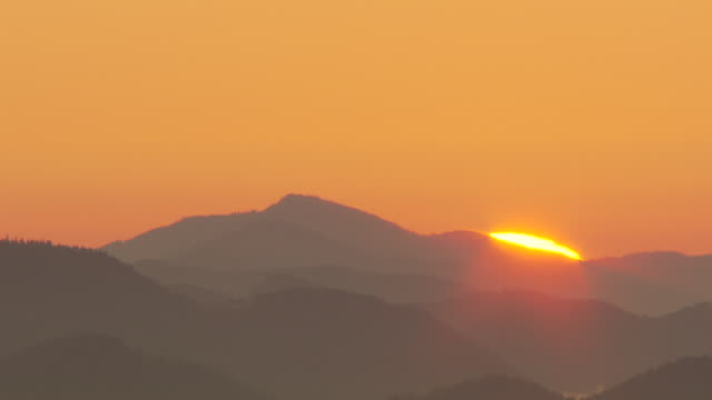 hochkar sonnenaufgang - the sun rising over the mountains in hochkar - austria stock videos and b-roll footage