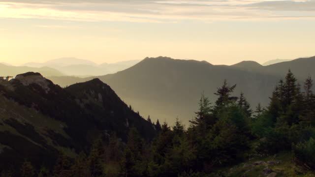 hochkar sonnenaufgang - view of the hochkar mountains at dawn - austria video stock e b–roll