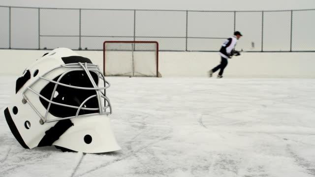Pousses puck Joueur de Hockey sur glace