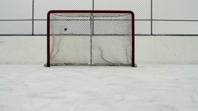 Eishockey-pucks Aufnahme in leere Netz