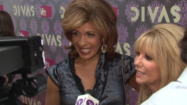 hoda kotb and kathy lee gifford at the 2009 vh1 divas red carpet at new york ny - vh1 stock-videos und b-roll-filmmaterial