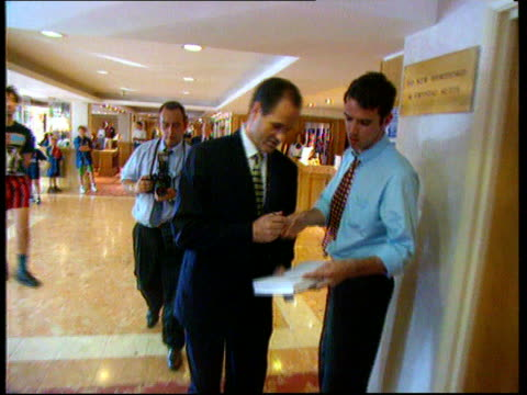 vídeos de stock, filmes e b-roll de hoddle offered england coach's job int watford ms george graham tx hilton nat towards and signs autograph itn hotel - autografando
