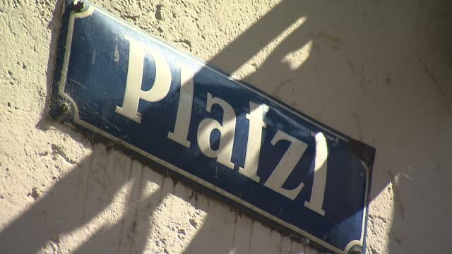 "hofbrã¤uhaus, sign with ""platzl"" - western script stock videos & royalty-free footage"