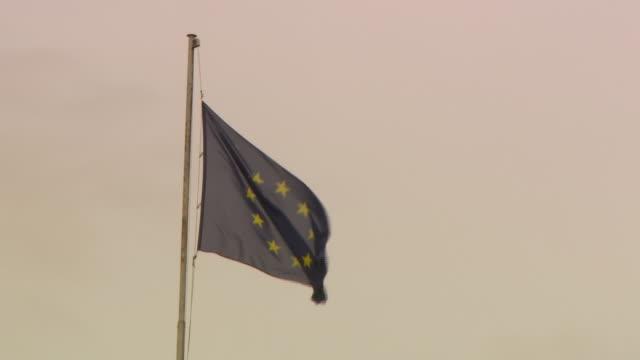 hofburg - european union flag in hofburg - österrikisk kultur bildbanksvideor och videomaterial från bakom kulisserna