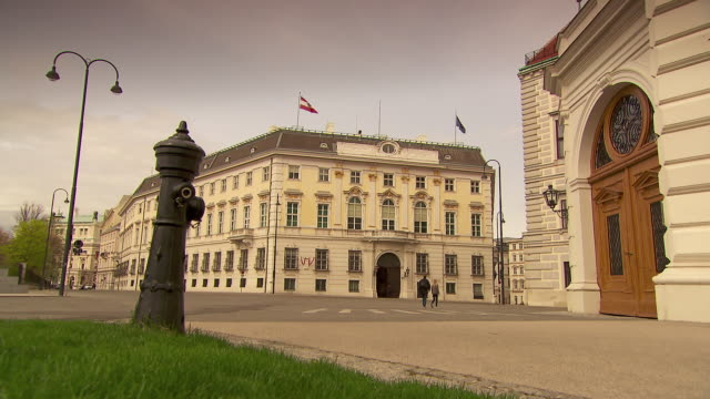 hofburg - hofburg in vienna 02 - palace stock-videos und b-roll-filmmaterial