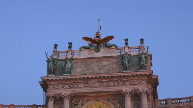CU, ZO, MS, LA, Hofburg Imperial Palace and statue of Prince Eugene of Savoy, Heldenplatz, Vienna, Austria