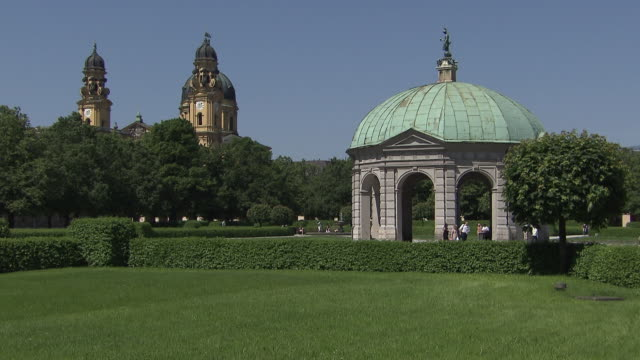 hofgarten, park, pagode, bushes, people, blue sky - pagode stock videos & royalty-free footage