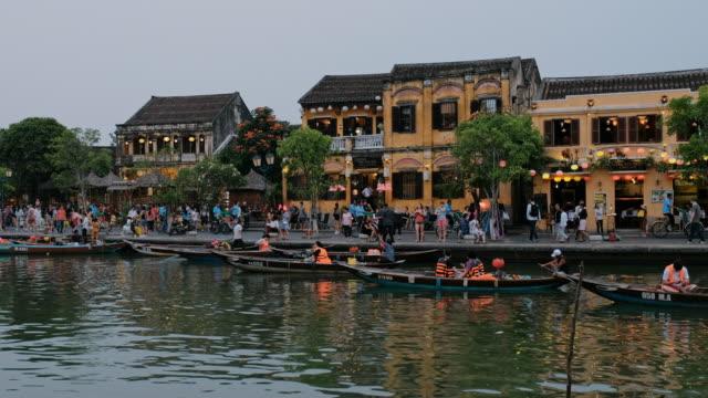 stockvideo's en b-roll-footage met hoi an city in de avond tijd - vietnam