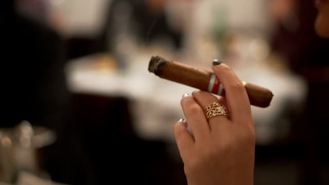 holding a cigar in a bar - sigaro video stock e b–roll