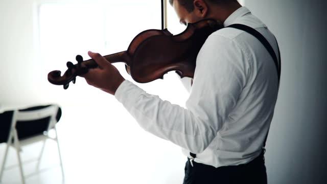 手で音楽を保持 - バイオリン奏者点の映像素材/bロール