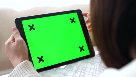 holding-tablet mit greenscreen - horizontal - law stock-videos und b-roll-filmmaterial