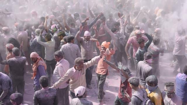 vidéos et rushes de holi celebration at street of falen village, uttar pradesh, india. - autre thème