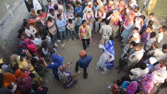 vídeos y material grabado en eventos de stock de holi celebration at street of falen village, uttar pradesh, india. - otros temas