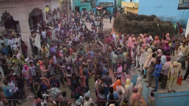 stockvideo's en b-roll-footage met holi celebration at street of falen village, uttar pradesh, india. - overige