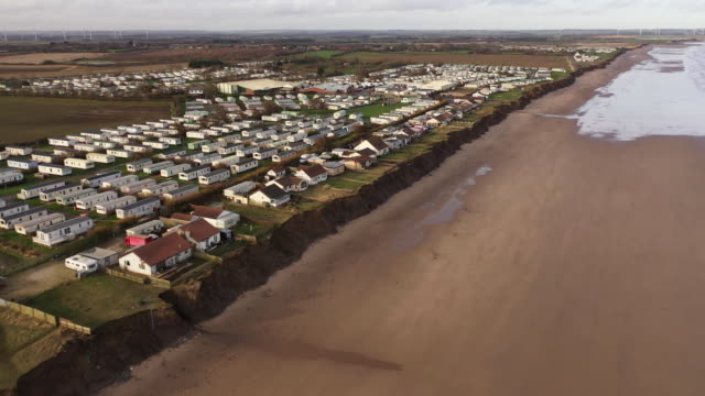 holiday caravans and homes sit on the eroded clifftop in the village of skipsea on the yorkshire coast on january 27, 2020 in bridlington, united... - eroded stock videos & royalty-free footage