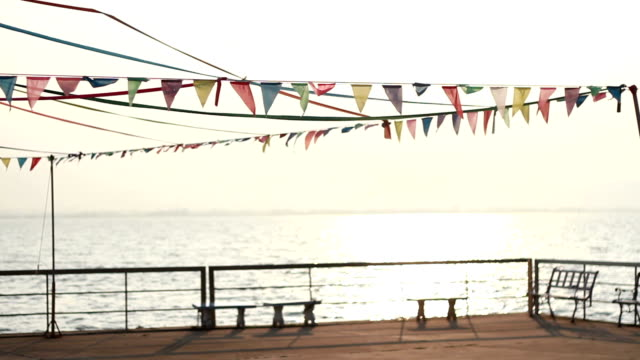 stockvideo's en b-roll-footage met holiday, festive flags on the beach - guirlande