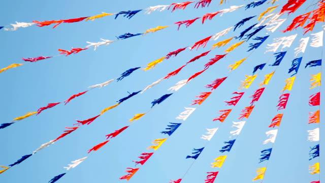 urlaub, festliche flags - zirkusveranstaltung stock-videos und b-roll-filmmaterial