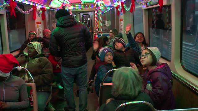 holiday train on a chicago l train platform on nov 24 2017 - chicago 'l' stock videos & royalty-free footage