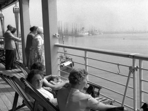 holidaymakers stand by the rails of a cruise liner as it departs a port - outdoor chair stock videos & royalty-free footage