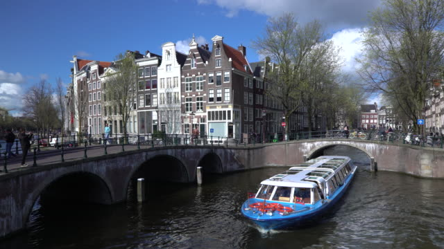 holland, amsterdam, keizersgracht and leidesegracht canals and typical amsterdam style houses - amsterdam stock videos & royalty-free footage