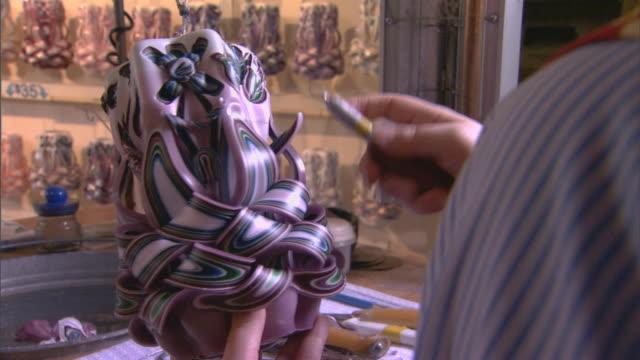 stockvideo's en b-roll-footage met holland, micandle making - onbekend geslacht