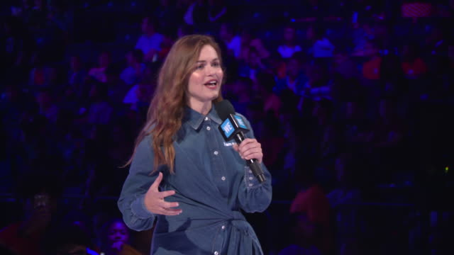 vídeos de stock, filmes e b-roll de speech holland roden says we vote with our checkbooks our food choices and our likes on instagram at we day un on september 25 2019 in brooklyn new... - título de eleitor