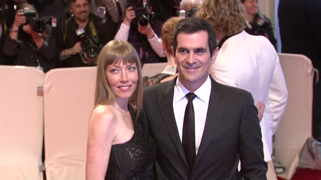 vídeos de stock, filmes e b-roll de holly burrell and actor ty burrell at the 'alexander mcqueen savage beauty' costume institute gala at the metropolitan museum of art at new york ny - ty burrell