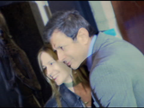vidéos et rushes de holly hunter and jeff goldblum at the 'minis first time' premiere at the 2006 tribeca film festival at pace university's schimmel center for the arts... - holly hunter