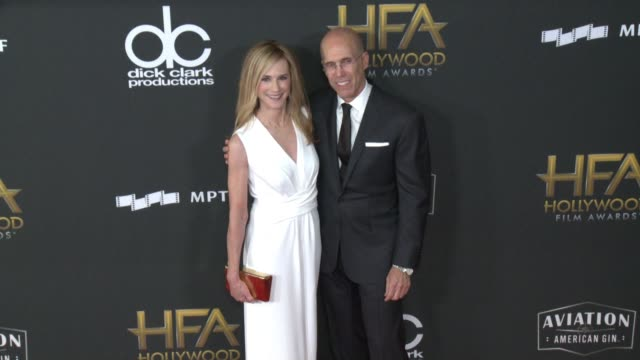 vidéos et rushes de holly hunter and jeffrey katzenberg at 21st annual hollywood film awards at the beverly hilton hotel on november 05 2017 in beverly hills california - holly hunter