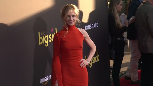 vidéos et rushes de holly hunter at amazon studios and lionsgate present the los angeles premiere of the big sick at arclight cinemas on june 12 2017 in hollywood... - holly hunter