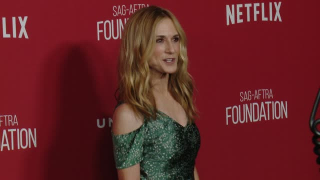 vidéos et rushes de holly hunter at sagaftra foundation patron of the arts awards in los angeles ca - holly hunter