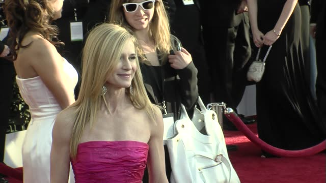 vidéos et rushes de holly hunter at the 15th annual screen actors guild awards part 6 at los angeles ca - holly hunter