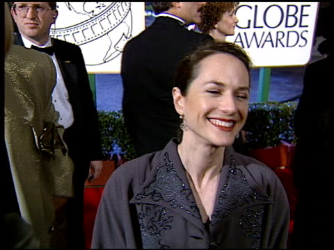 vidéos et rushes de holly hunter at the 1994 golden globe awards at the beverly hilton in beverly hills california on january 22 1994 - holly hunter